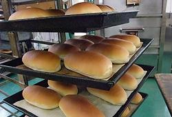 お菓子とパンの中原